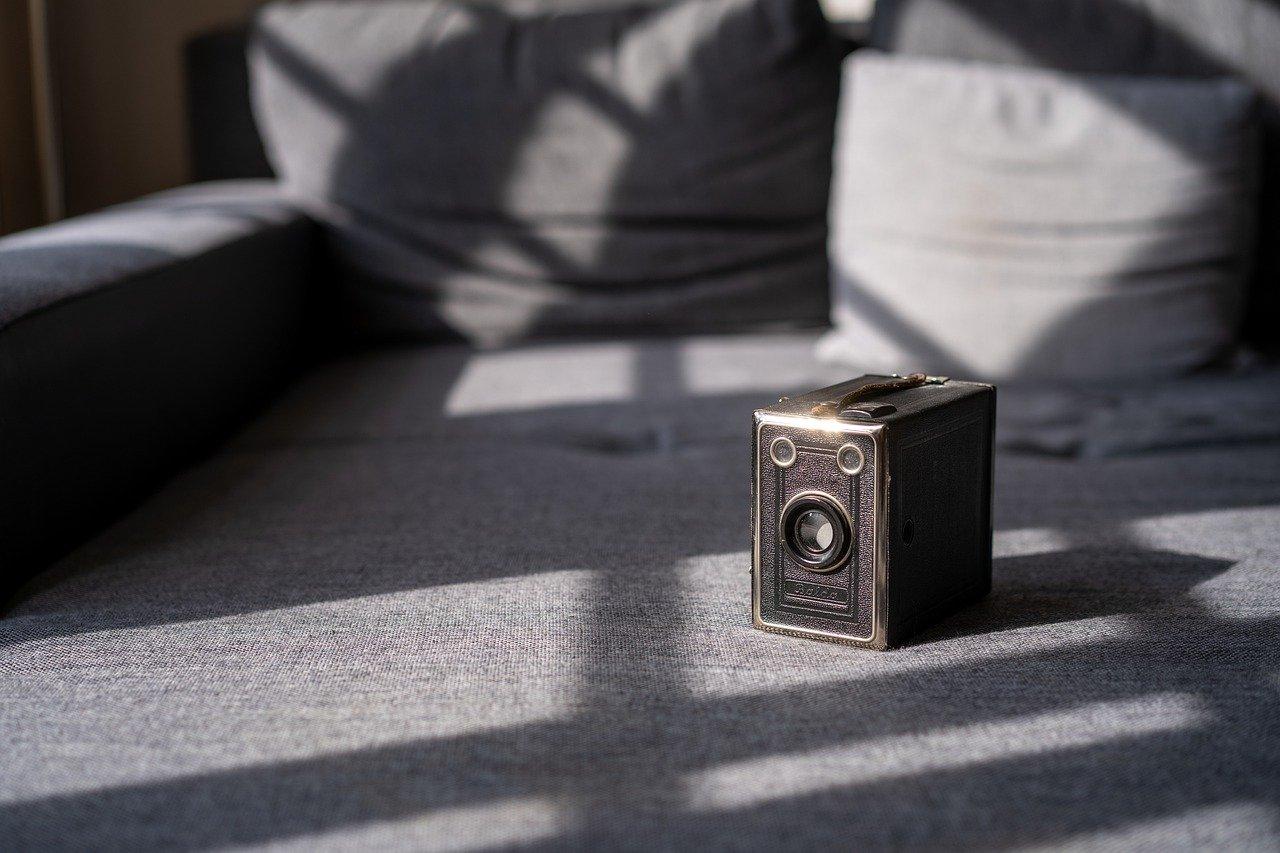 Old Camera Vintage Camera Retro Old  - MatthiasHaltenhof / Pixabay